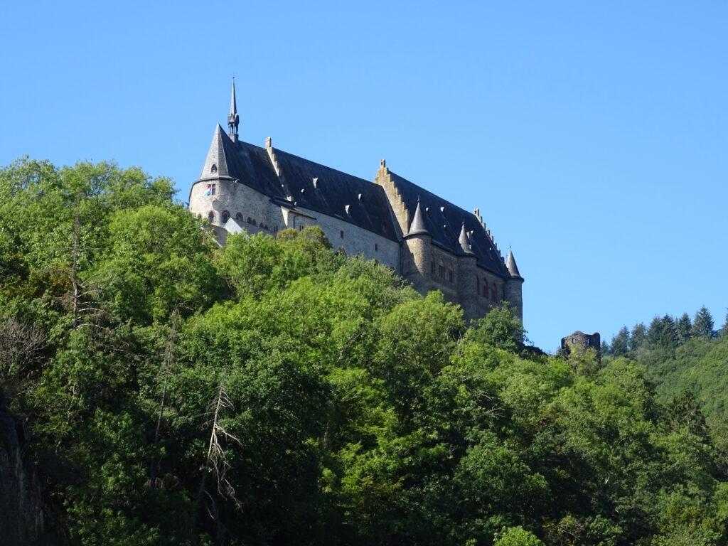 Château de Vianden dans le Luxembourg nord à vélo
