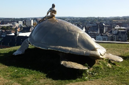Sculpture monumentale de Jan Fabre - Searching for Utopia (la tortue)
